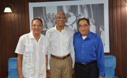 President David Granger is flanked by (left) Dr. Faisal Ferouz and Dr Farouk Ferouz (right) (Ministry of the Presidency photo)