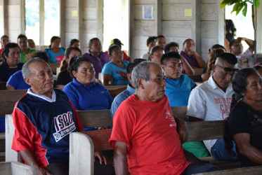 Residents at the meeting in Waramadong (GINA photo)