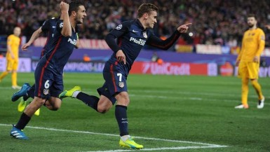 Antoine Griezmann scored both goals as Atlético overcame a 2-1 first-leg deficit to Barcelona by winning the return 2-0.