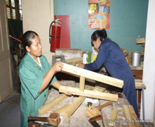 20160429Female students in the Wood Working Department