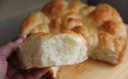 Soft tender crumb of Milk Bread rolls (Photo by Cynthia Nelson)