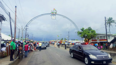President David Granger today unveiled the 50th Independence Anniversary Arch at the junction of Eccles and Agricola on the East Bank of Demerara. The Arch delineates the southern entrance into and exit out of Georgetown and was funded by Banks DIH. (Ministry of the Presidency photo)