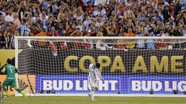 Messi's penalty was hit high over the bar after Bayern Munich midfielder Vidal had missed for Chile (Reuters photo)