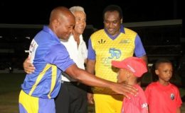 Sir Garry Sobers (middle) poses with captains of the respective teams, Brian Lara (left) and Carl Hooper prior to the start of the game.