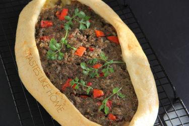Kiymali Pide (Turkish flat bread) (Photo by Cynthia Nelson)