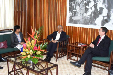 President David Granger (centre) in discussion with  Ivan Simonovic (right) and Navi Pillay, during their visit to the Ministry of the Presidency today. Simonovic and Pillay were here to press the government to abolish the death penalty. (Ministry of the Presidency photo)
