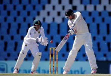 New Zealand's Tim Southee is caught behind by South Africa's wicketkeeper Quinton de Kock. (Reuters photo)