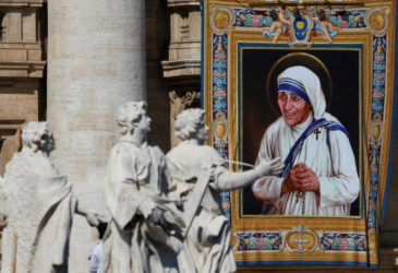 A tapestry depicting Mother Teresa of Calcutta is seen in the facade of Saint Peter's Basilica during a mass, celebrated by Pope Francis, for her canonisation in Saint Peter's Square at the Vatican September 4, 2016. REUTERS/ Stefano Rellandini