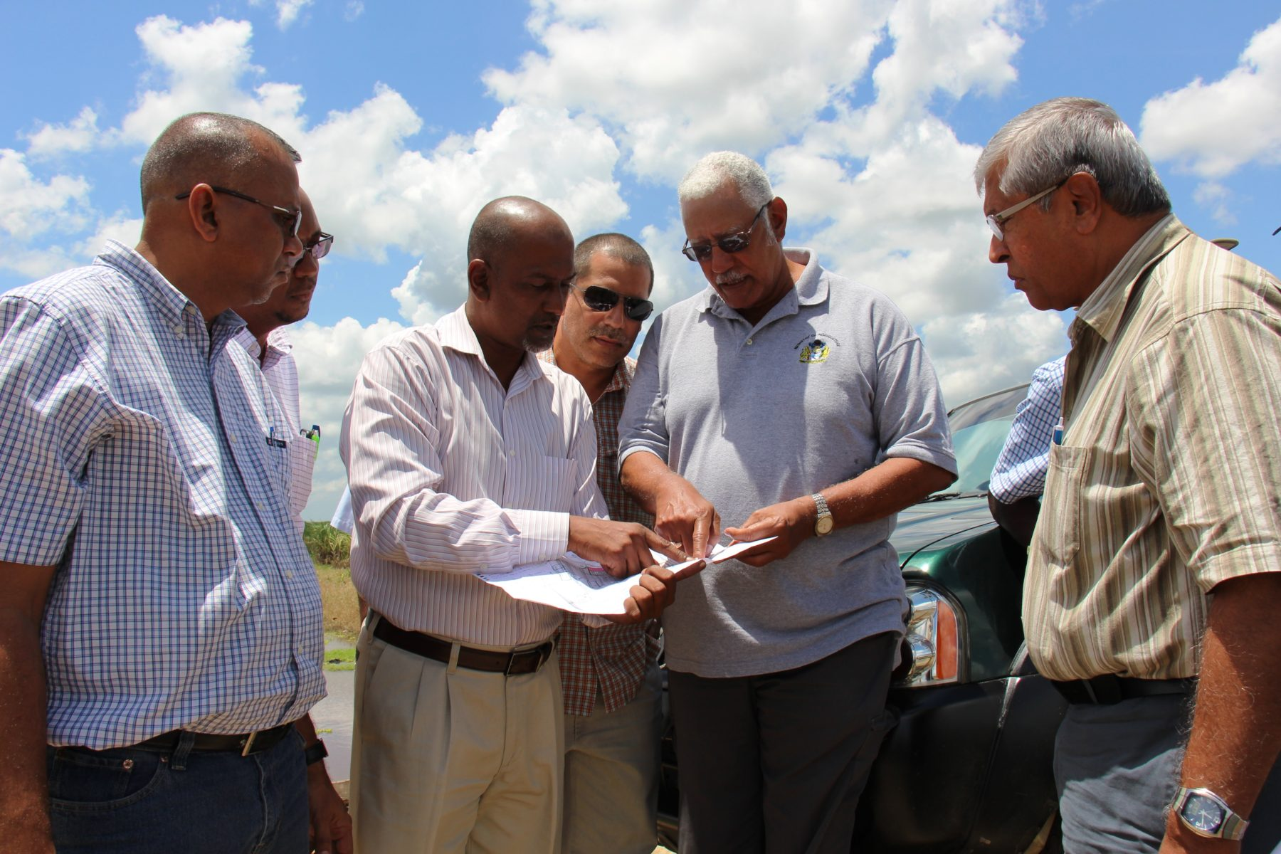 Agriculture Minister Noel Holder (second from right) during the visit. (Ministry of Agriculture photo)