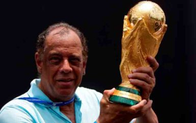 Brazilian soccer captain Carlos Alberto Torres holds the 2014 FIFA World Cup Brazil trophy during its unveiling ceremony at a Soccerex event at Copacabana beach in Rio de Janeiro, November 21, 2010. REUTERS/Bruno Domingos