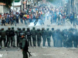 Demonstrators clash with members of Venezuelan National Guard during a rally demanding a referendum to remove Venezuela's President Nicolas Maduro in San Cristobal, Venezuela October 26, 2016. (REUTERS/Carlos Eduardo Ramirez)