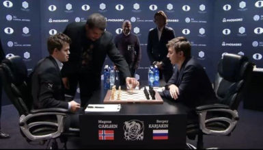 Astrophysicist Neil de Grasse Tyson makes the first move in game eight of the FIDE World Chess Championship between Magnus Carlsen and Serjey Karjakin (Photo courtesy of FIDE.com)