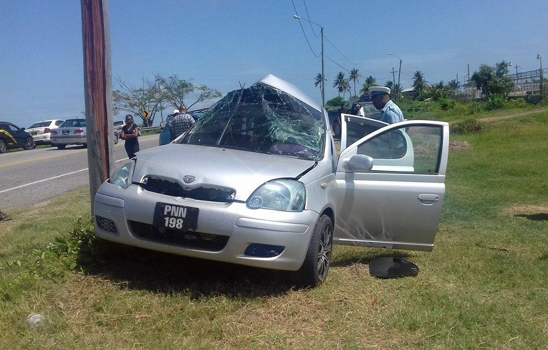Bank clerk crashes into utility pole and dies - Stabroek News