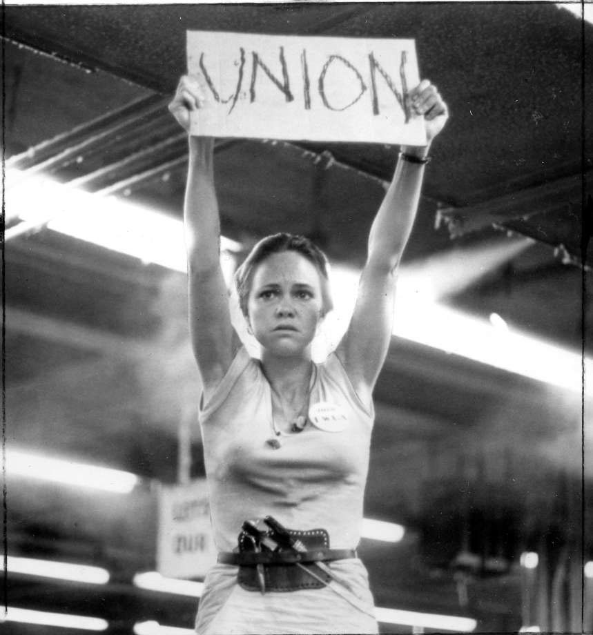 norma rae Thirty years ago sally field won the best actress academy award for her gritty  portrayal of norma rae, a widowed small-town southern.