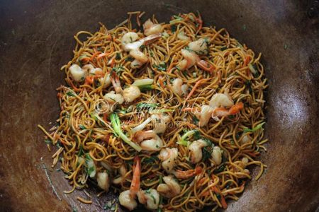 Shrimp Chow mein (Photo by Cynthia Nelson)