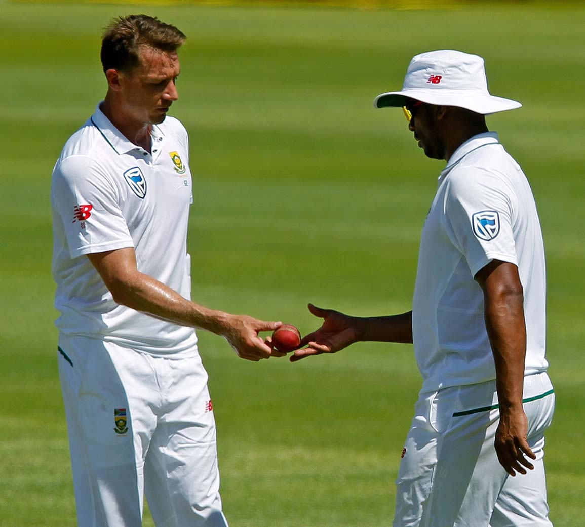 Dale Steyn taken to hospital after injury scare