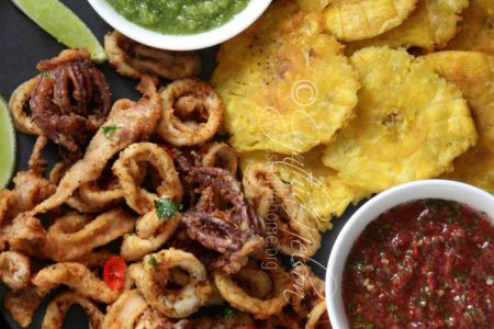 Fried Calamari with Salsa and Tostones (Photo by Cynthia Nelson)