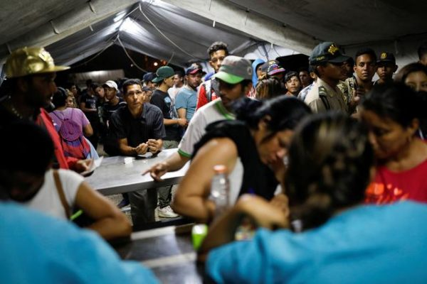 Venezuelan migrants queue at the Ecuadorian Peruvian border service center, to process their documents and be able to continue their journey, in the outskirts of Tumbes, Peru June 14, 2019. REUTERS/Carlos Garcia Rawlins
