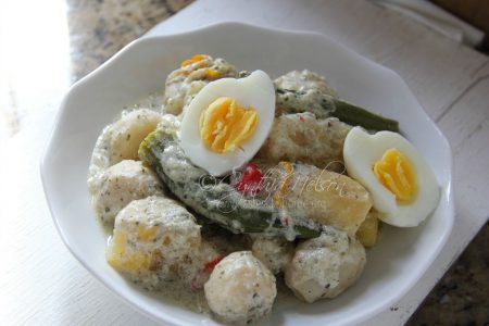 Mettagee topped with boiled eggs (Photo by Cynthia Nelson)