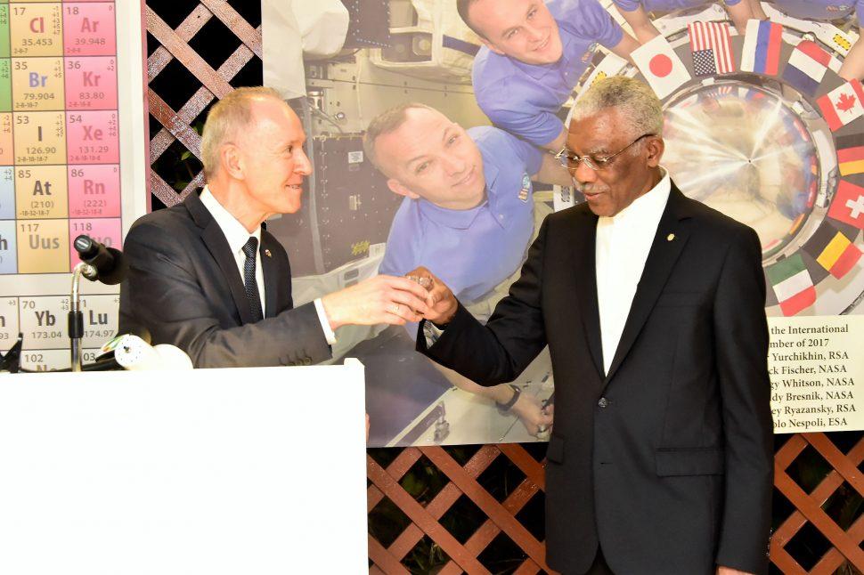 President David Granger (right) and Russian Ambassador to Guyana, Alexander Kurmaz sharing a toast last evening. (Ministry of the Presidency photo)