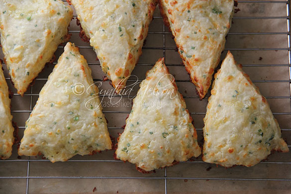 Cheddar-Chive Biscuits/Scones (Photo by Cynthia Nelson)