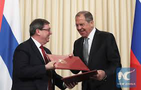 Russian Foreign Minister Sergei Lavrov (R) and his Cuban counterpart Bruno Rodriguez exchange documents following their talks in Moscow, Russia May 27, 2019. (REUTERS)