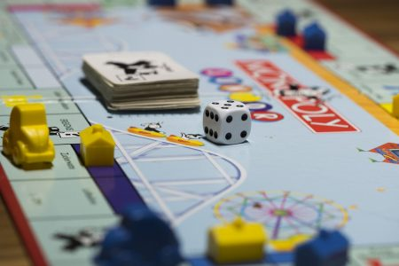 Board Games can be a fun, bonding activity for the entire family (Image by Bruno /Germany from Pixabay)