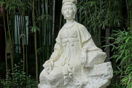 A statue of poetess Xue Tao in Wangjianglou Park, Chengdu, China (Wikimedia Commons)