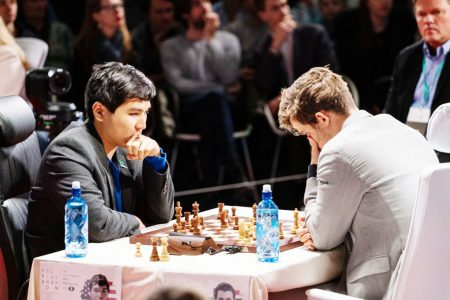 American grandmaster Wesley So (left) and World Champion Magnus Carlsen in  the finals of the FTX Crypto Blitz Cup in the novel Meltwater Champions Chess Tour (Photo: Nick Barton)