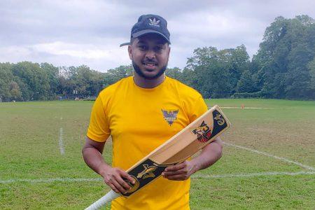 Chandrapaul Hemraj notched up an unbeaten 40-ball 113, hitting 14 sixes along the way